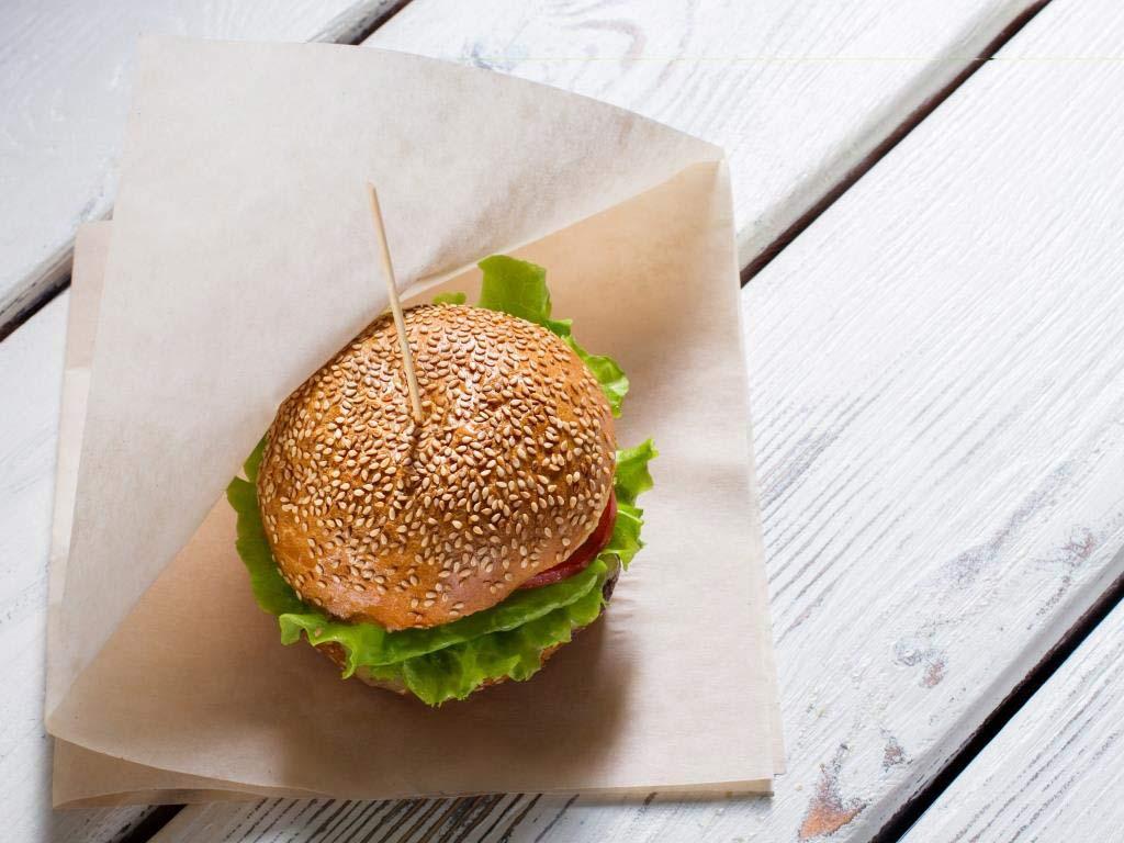 Fleischlos glücklich? Dafür soll der vegane Burger sorgen. copyright: Envato / stockfilmstudio