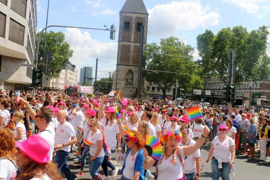 Bunt, laut und politisch. Die CSD-Demo-Parade in Köln verbuchte einen neuen Rekord mit 1,3 Millionen Besuchern. copyright: CityNEWS