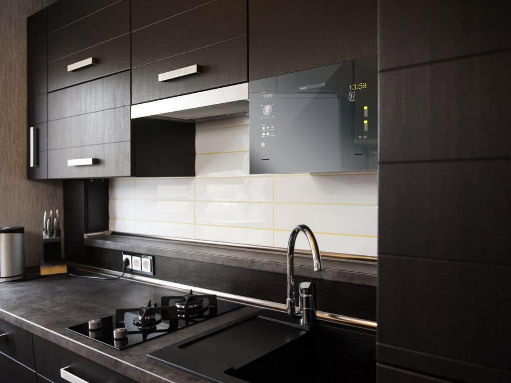 Der Küchen-Smart sorgt für Unterhaltung, Informationen und verknüpft das Smart Home bis in den Kochbereich. copyright: Mues-Tec
