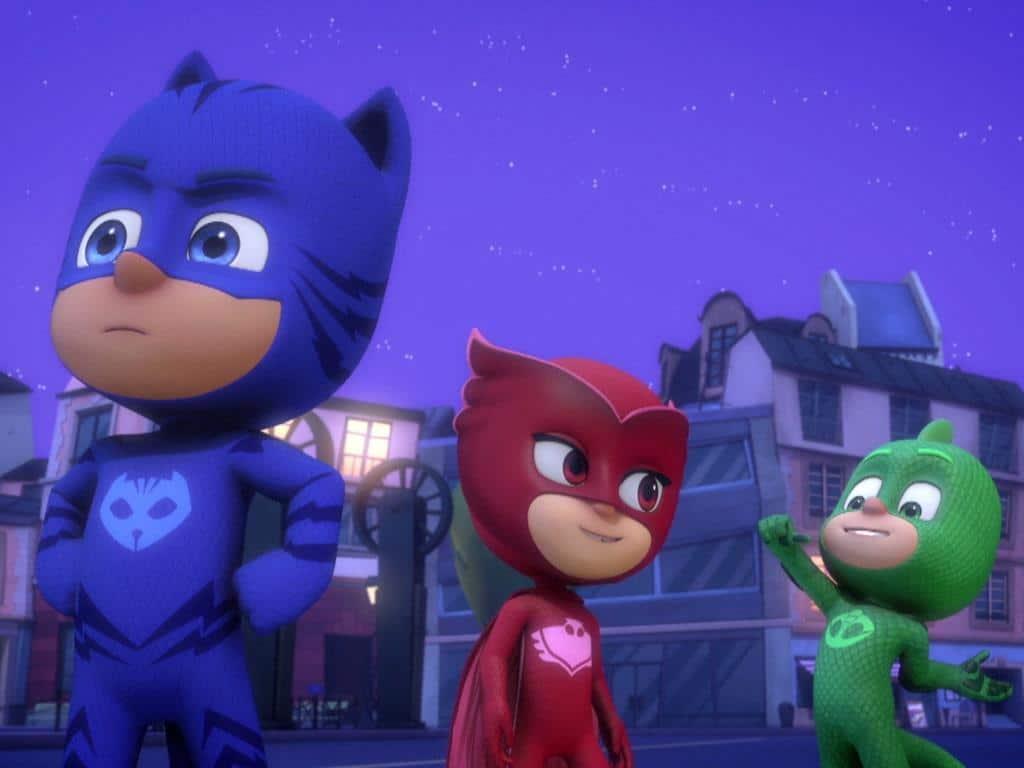 Die beliebte TV-Serie PJ Masks erzählt die spannenden nächtlichen Heldentaten der drei jungen Freunde Amaya, Connor und Greg. copyright: Frog Box / Entertainment One UK Limited / Disney