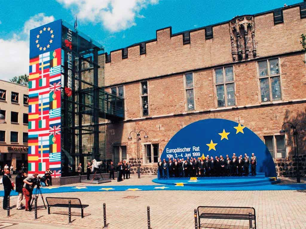 Sicherlich einer der Höhepunkt in der Veranstaltungsgeschichte bildeten die G7/G8-Gipfeltage im Juni 1999, zu denen das Haus acht Tage lang Zentrum des internationalen Geschehens war.<br /> copyright: KölnKongress