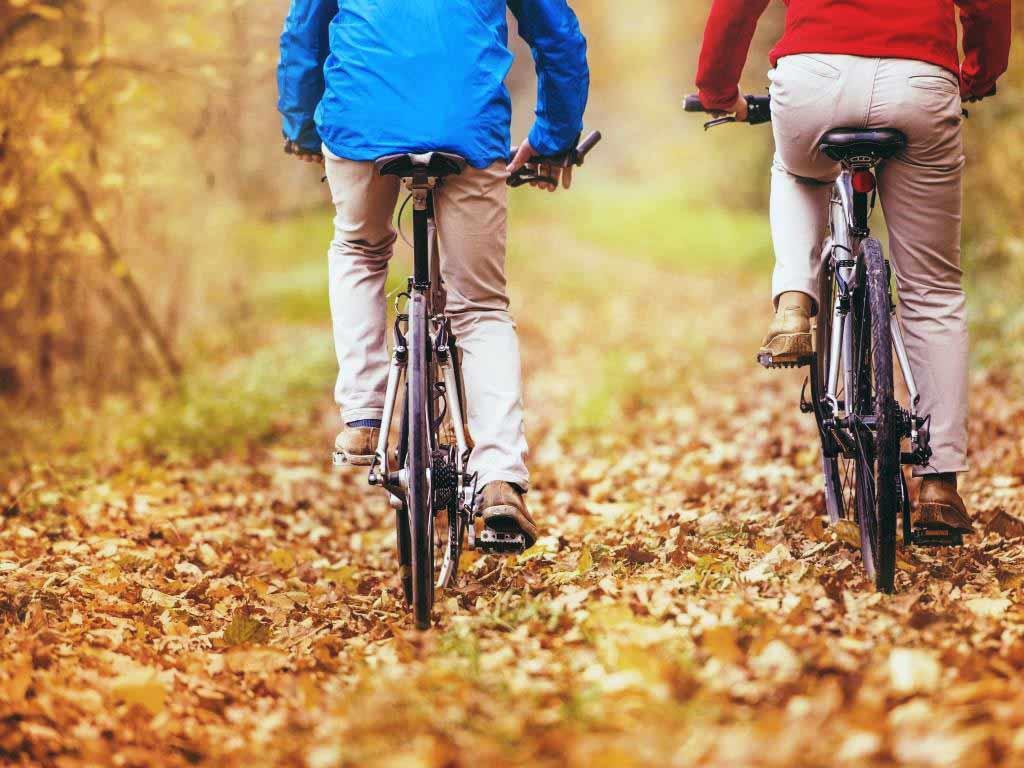 Im Herbst raus an die frische Luft! copyright: Envato / halfpoint
