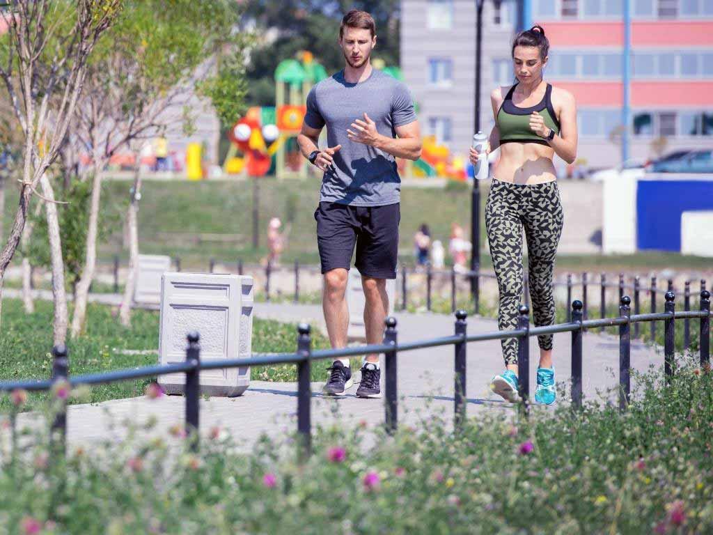 Der Volksgarten ist besonders bei Lauf-Anfängern ein beliebtes Ziel. copyright: Envato / seventyfourimages