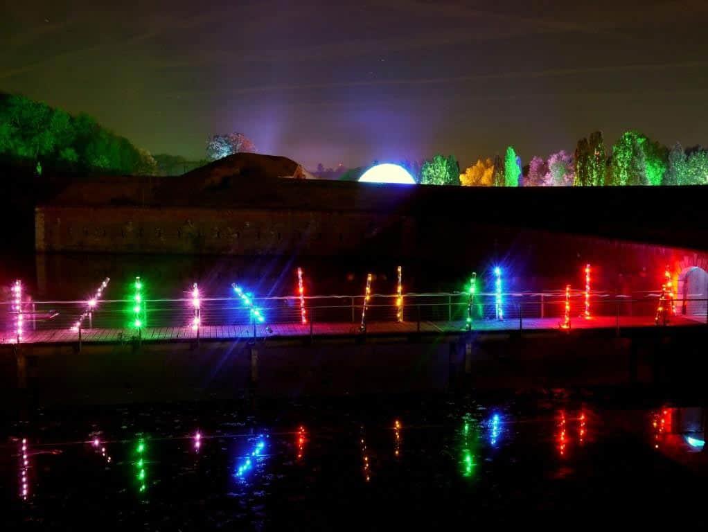Im Oktober und November erwarten die Besucher im Brückenkopf-Park Jülich faszinierende Herbstlichter. copyright: S. Danners