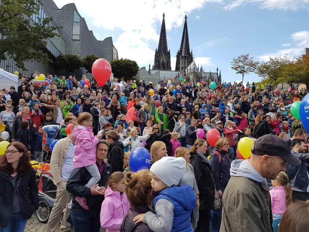 Das Programm zum Weltkindertag-Fest 2019 in Köln copyright: DEVK Versicherungen
