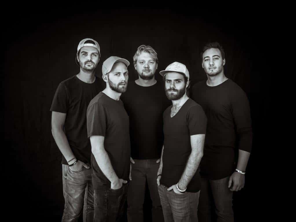 Im Kölnischen Stadtmuseum stimmen die fünf Jungs von LUPO die Zuhörer schon einmal auf die kommende Karnevals-Session ein. copyright: QOLABO