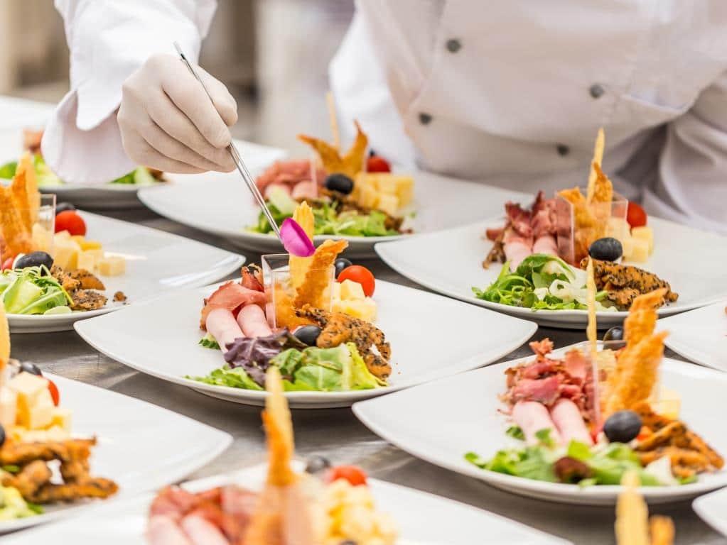 12 der begehrten gastronomischen Sterne-Auszeichnungen gingen in diesem Jahr nach Köln. copyright: Envato / grafvision