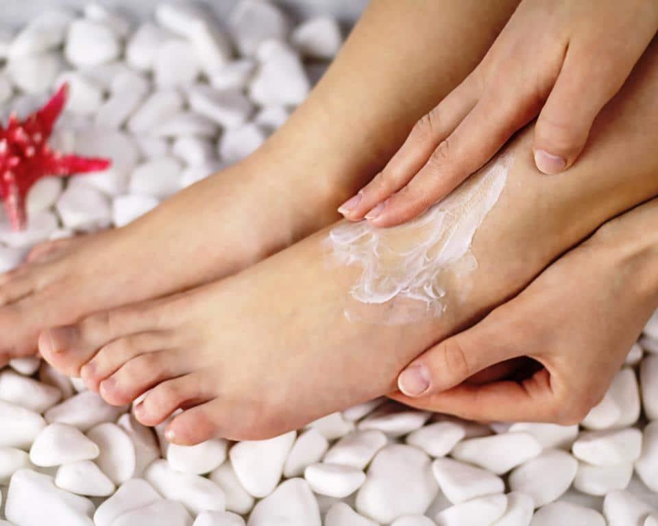 Verwöhnprogramm für gestresste Füße und Beine copyright: Twenty20 / TatianaMaraa