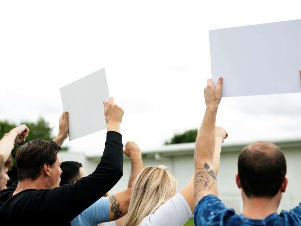 Die Kölner Polizei mahnt die Teilnehmer der Demonstration zur Besonnenheit. (Symbolbild) copyright: Envato / Rawpixel