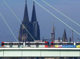 Mit Bus und Bahn zum Karnevals-Start am 11.11.2019 in Köln copyright: Christoph Seelbach / Kölner Verkehrs-Betriebe AG