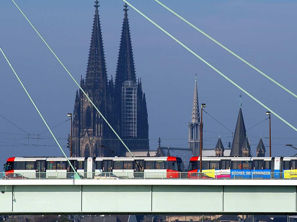 Verkehr zur Weihnachtszeit in Köln: Auf Bus sowie Bahn umsteigen copyright: Christoph Seelbach / Kölner Verkehrs-Betriebe AG