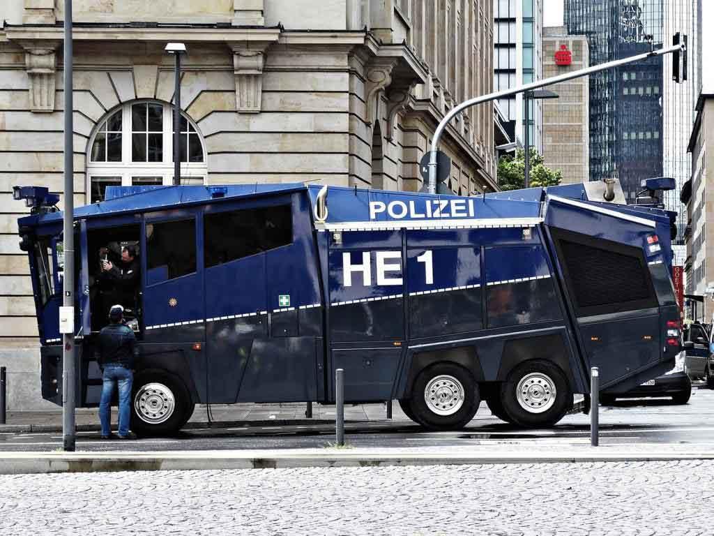 Die Polizei ist auf Randale und Auseinandersetzungen vorbereitet und hat u. a. auch Wasserwerfer in Köln im Einsatz. (Symbolbild) copyright: pixabay.com