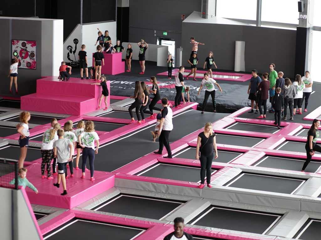 Trampolin-Springen: Fitness mit Spaßfaktor für Groß und Klein copyright: SPRUNG.RAUM