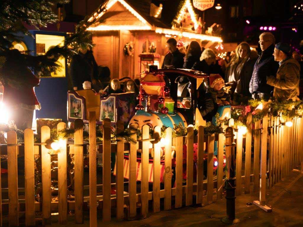 Die kleinen und großen Besucher vom Weihnachtsmarkt erwartet ein abswechslungsreiches Programm. copyright: Krzysztof Swider