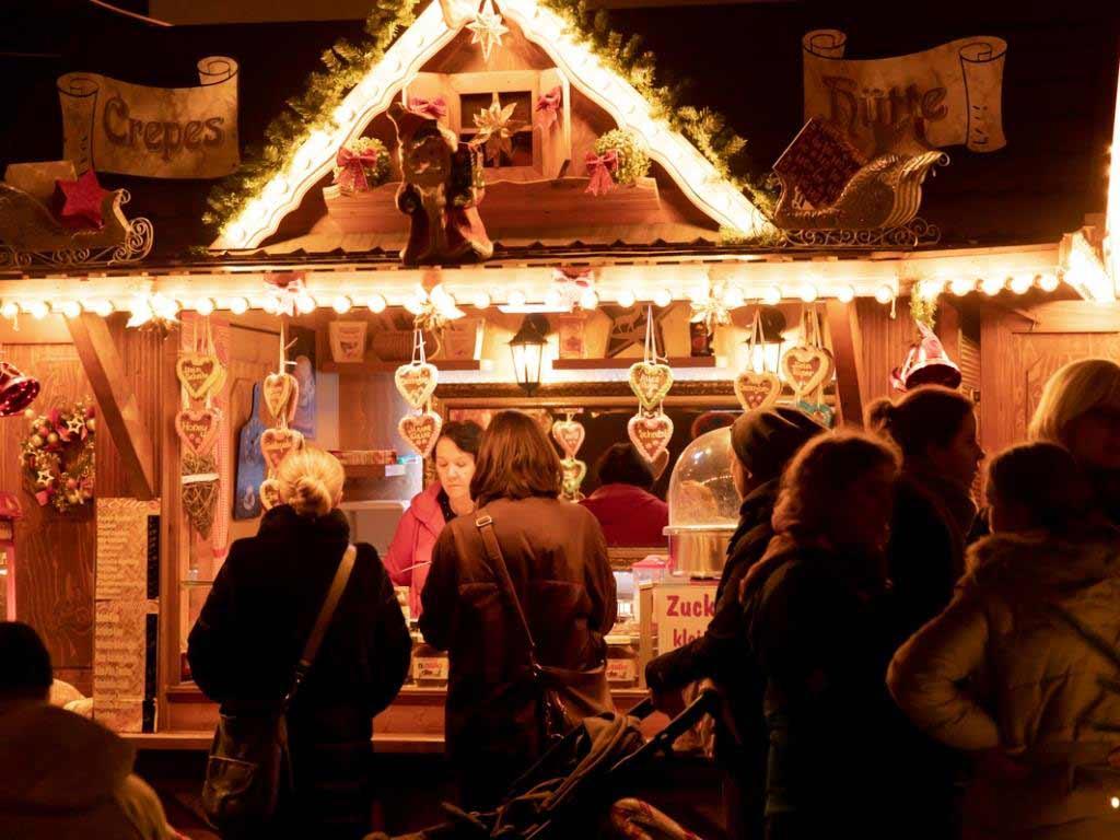 Die Besucher werden viele lokale Händler in dem kleinen und schnuckeligen Lindenthaler Winterdorf wiederfinden. copyright: Krzysztof Swider