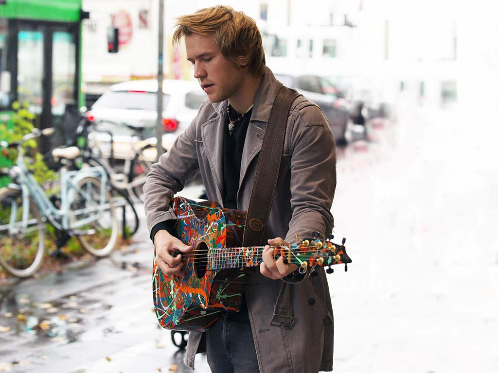 Seine ersten musikalischen Schritte machte Danny Latendorf mit 12 Jahren als Straßenmusiker. copyright: CityNEWS / Alex Weis