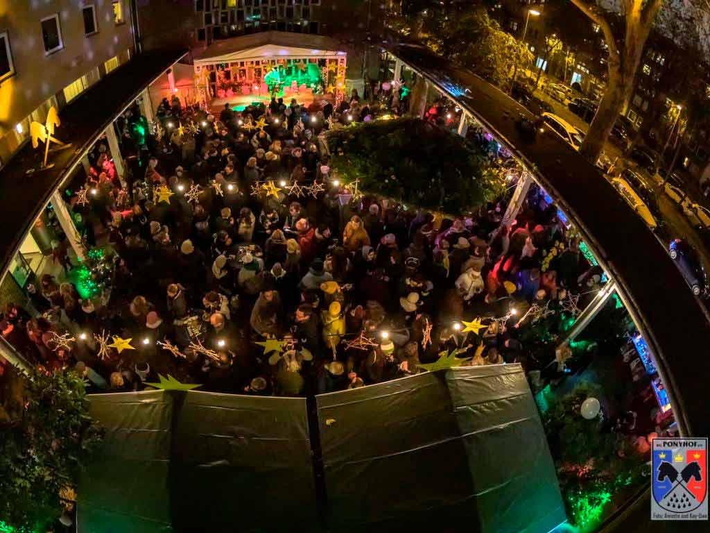 Der kleinste Weihnachtsmarkt in Köln an der Lutherkirche - copyright: digitalfotografie-fischer