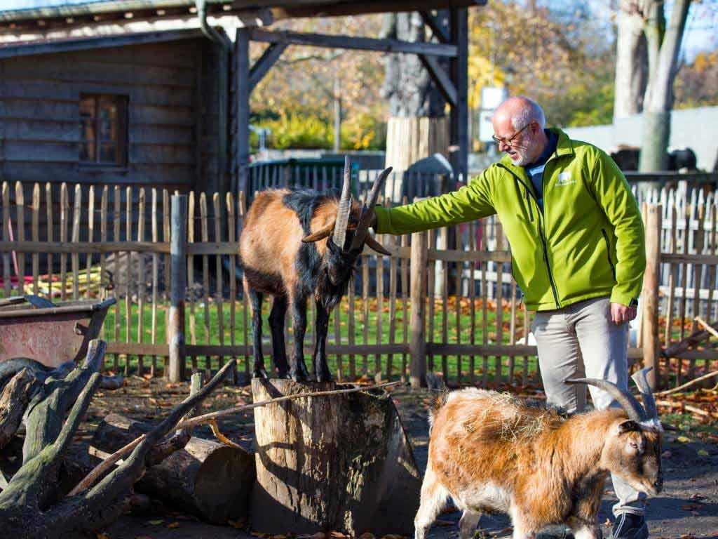 Bereits seit seiner Kindheit ist Professor Theo B. Pagel einfach begeistert für Tiere.