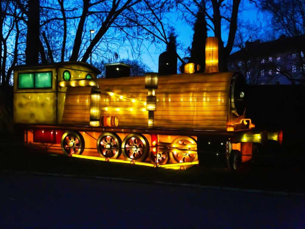 Ein leuchtendes Comeback feierte die Lokomotive auf dem Spielplatz. copyright: CityNEWS