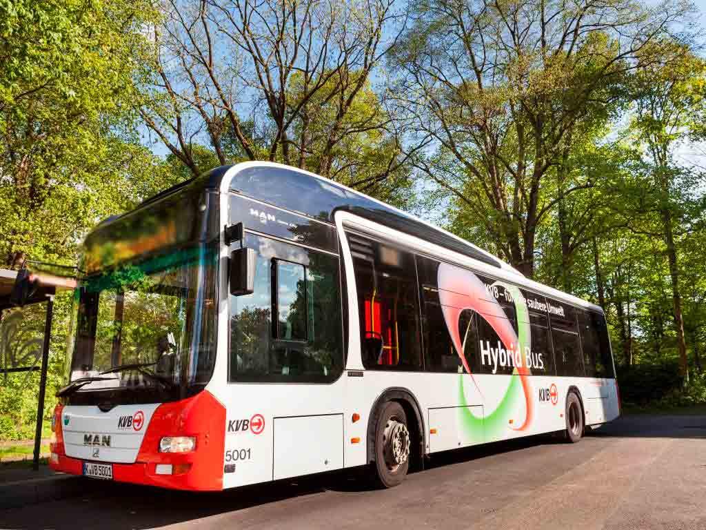 Auf der Ost-West-Achse in Köln sollen drei Expess-Bus-Linien für mehr Kapazität sorgen. - copyright: Christoph Seelbach / Kölner Verkehrs-Betriebe AG
