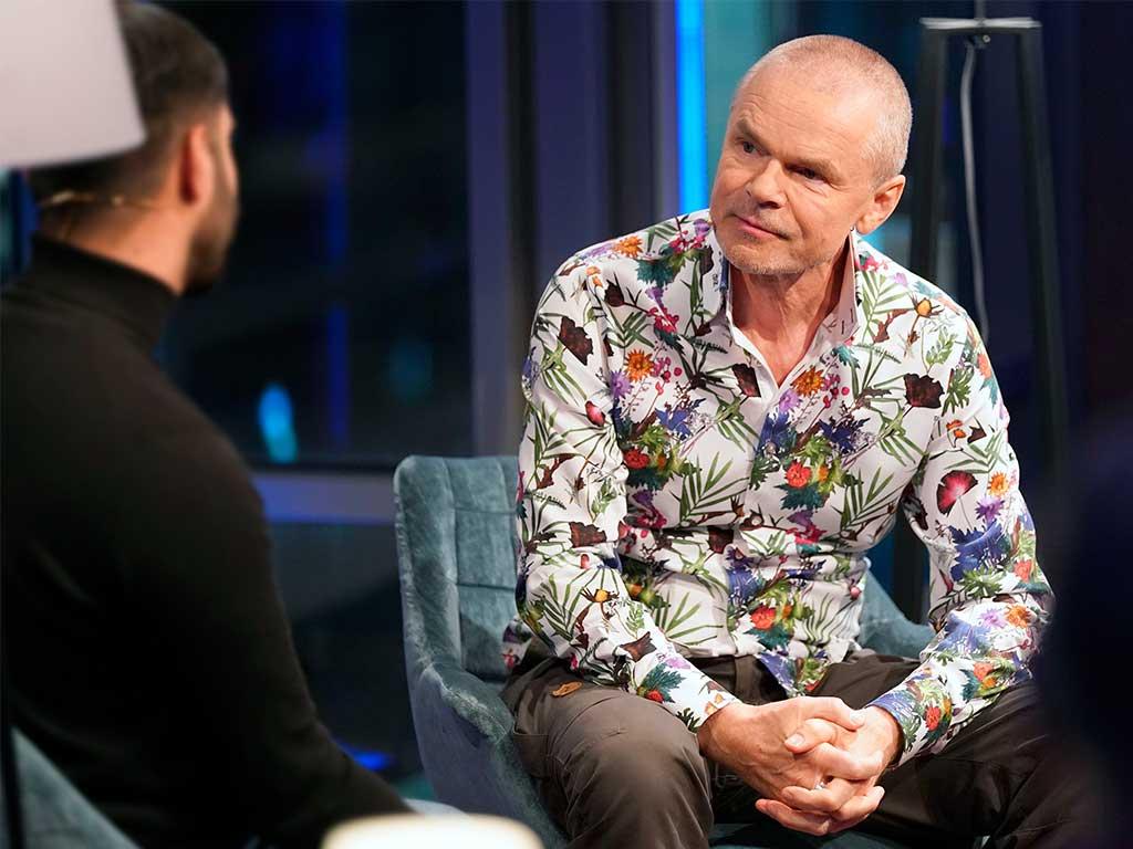 Der Moderator freut sich über das positive Feedback zu seiner TV-Sendung. copyright: WDR / Ben Knabe