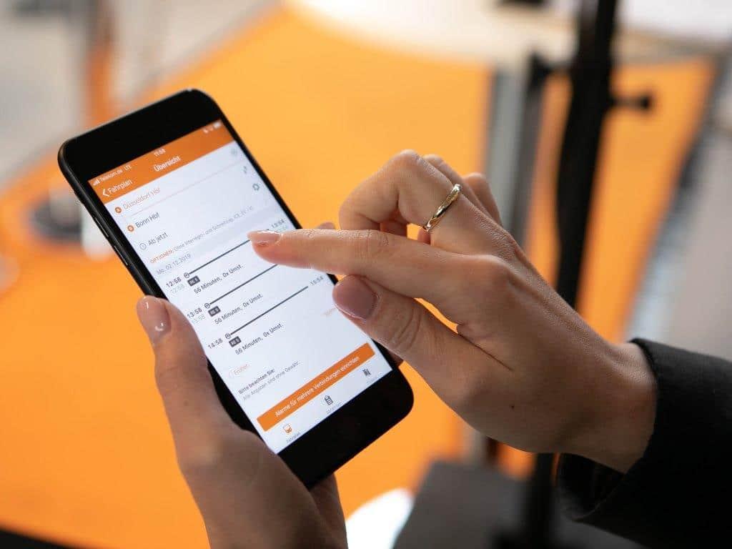 Die mobil.nrw App gibt es zum kostenlosen Download für das Smartphone. copyright: Thomas Willemsen / LOKOMOTIV FOTOGRAFIE