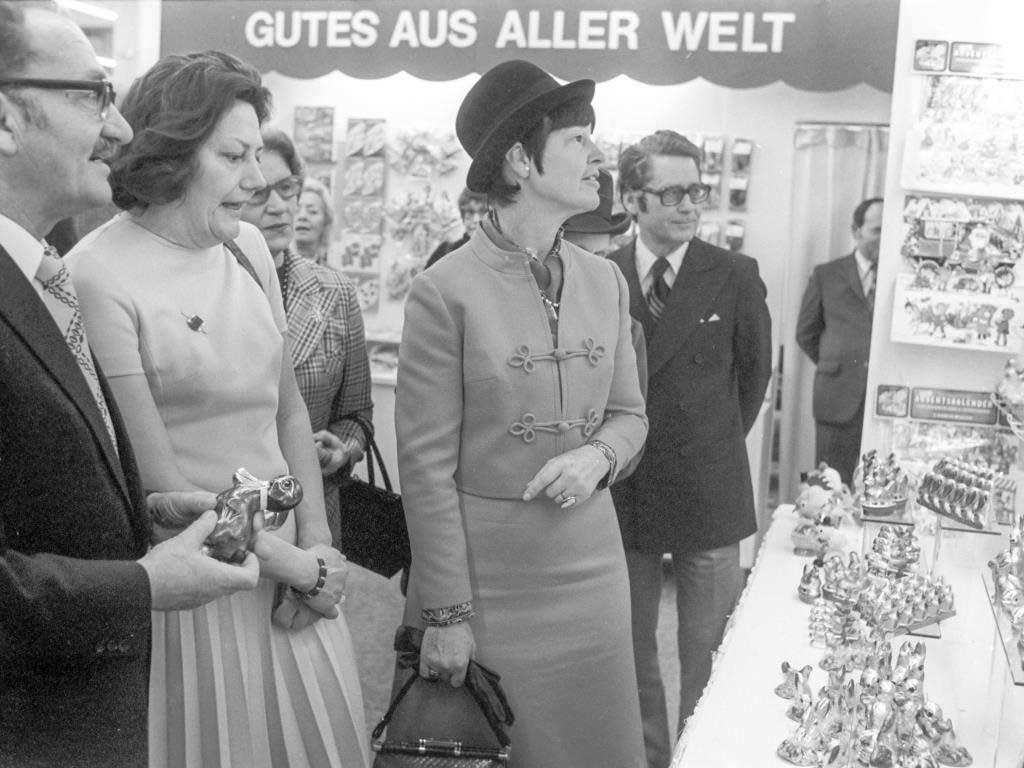 Bereits zu ihren Anfängen sorgte die Messe für großes Interesse, wie hier bei Loki Schmidt im Jahr 1974. copyright: Rheinisches Bildarchiv Köln / Koelnmesse