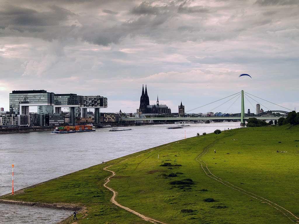 Linksrheinisch oder rechtsrheinisch: Wenn Wohnen in Köln zur Glaubensfrage wird copyright: ixabay.com