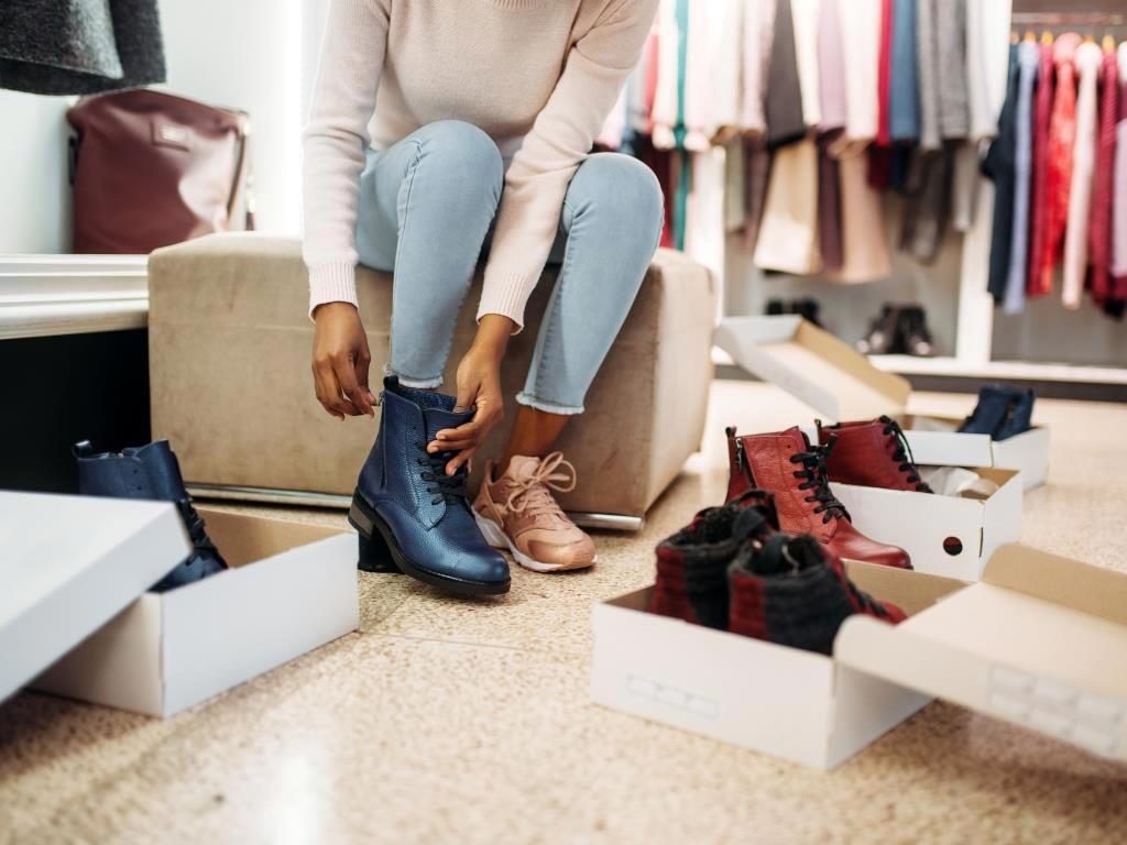 Wenn der Schuh zu eng ist, kann dies für kalte Füße sorgen. copyright: Envato / NomadSoul1