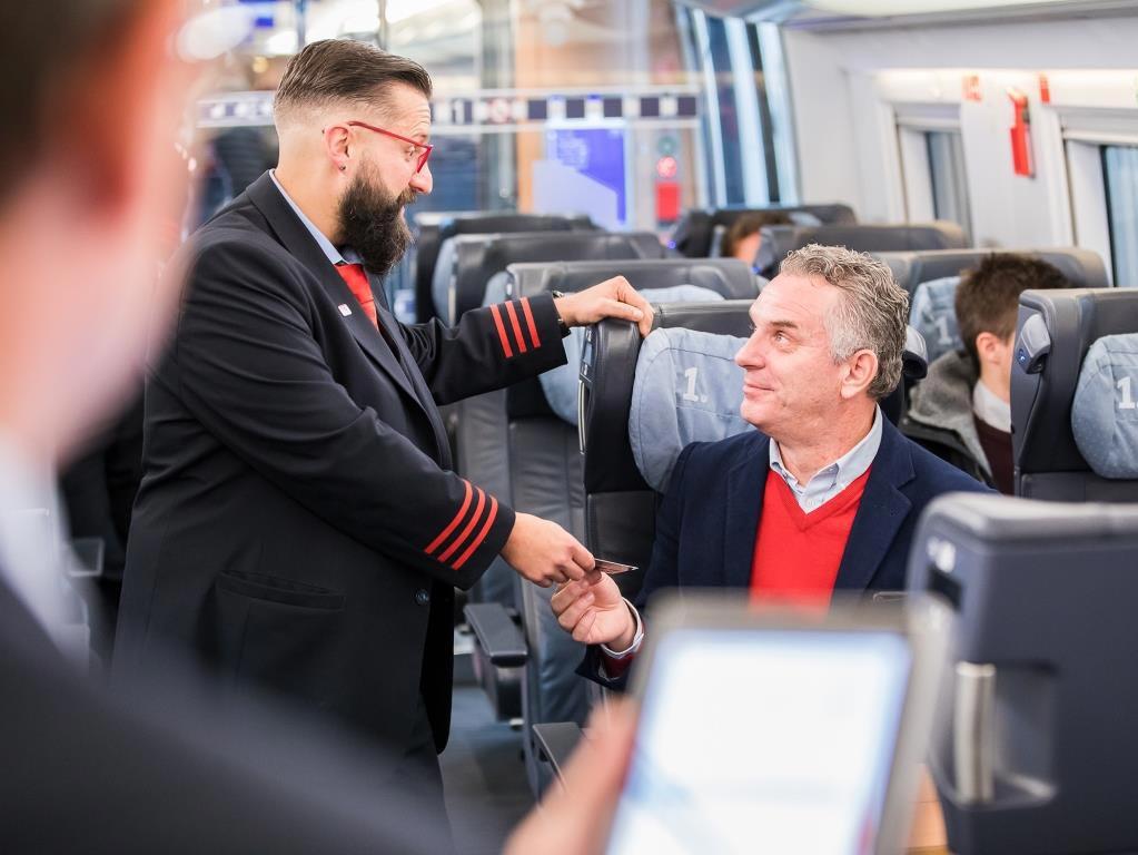 Besitzer der BahnCard erhalten bei der DEVK-KFZ-Versicherung einen Beitragsrabatt von sieben Prozent. copyright: DEVK
