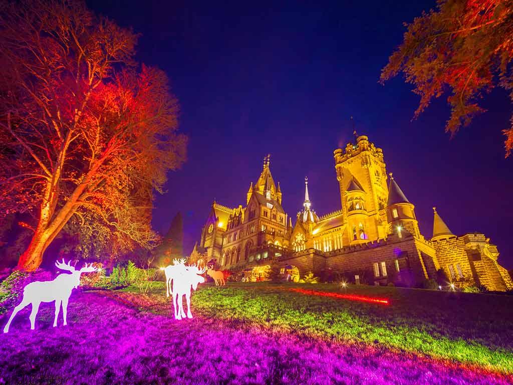 Das Schlossleuchten 2020 steht ganz im Zeichen von Ludwig van Beethoven. copyright: Schloss Drachenburg gGmbH / Reinelt
