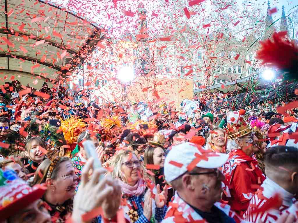 Das Programm auf dem Alter Markt in der Altstadt copyright: Festkomitee Kölner Karneval