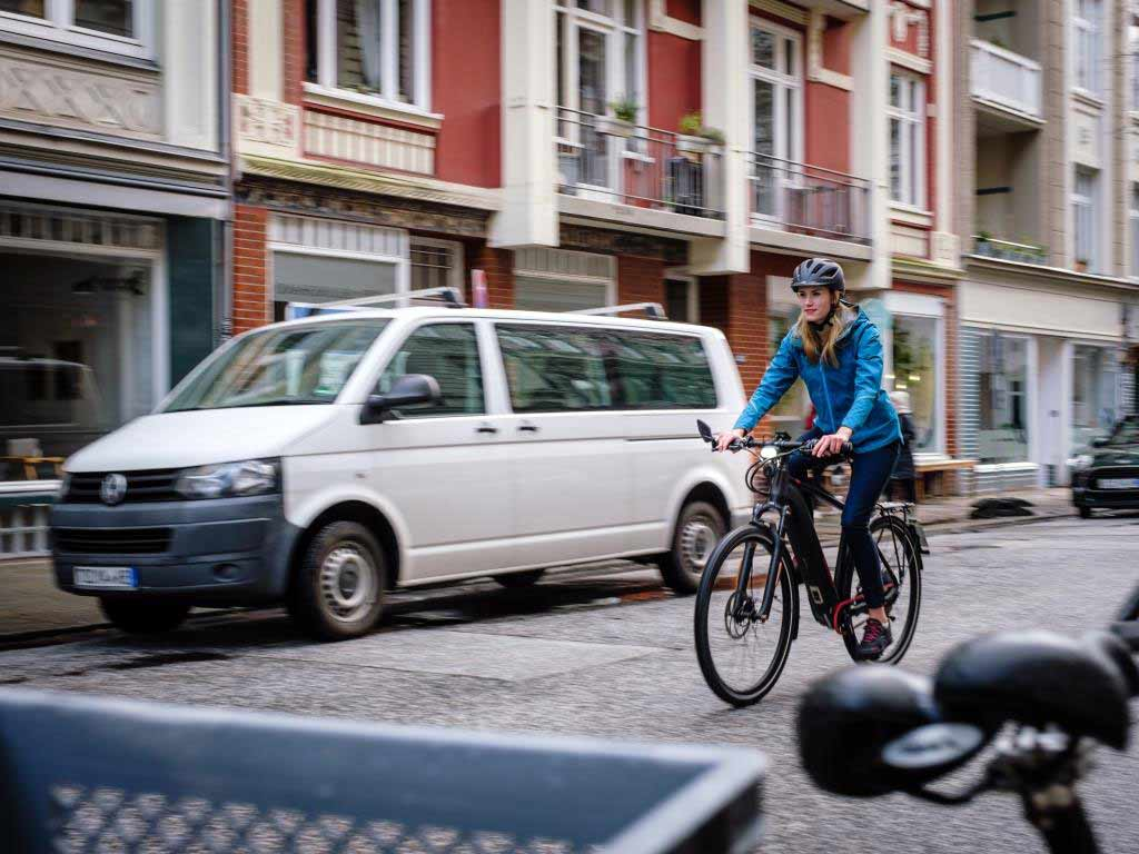 Sportlich mit dem E-Bike durch die City copyright: pd-f / Sebastian Hofer