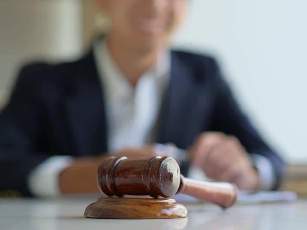 Die Kölner Gerichte bleiben unter Bedingungen geöffnet. copyright: Envato / poungsaed_eco