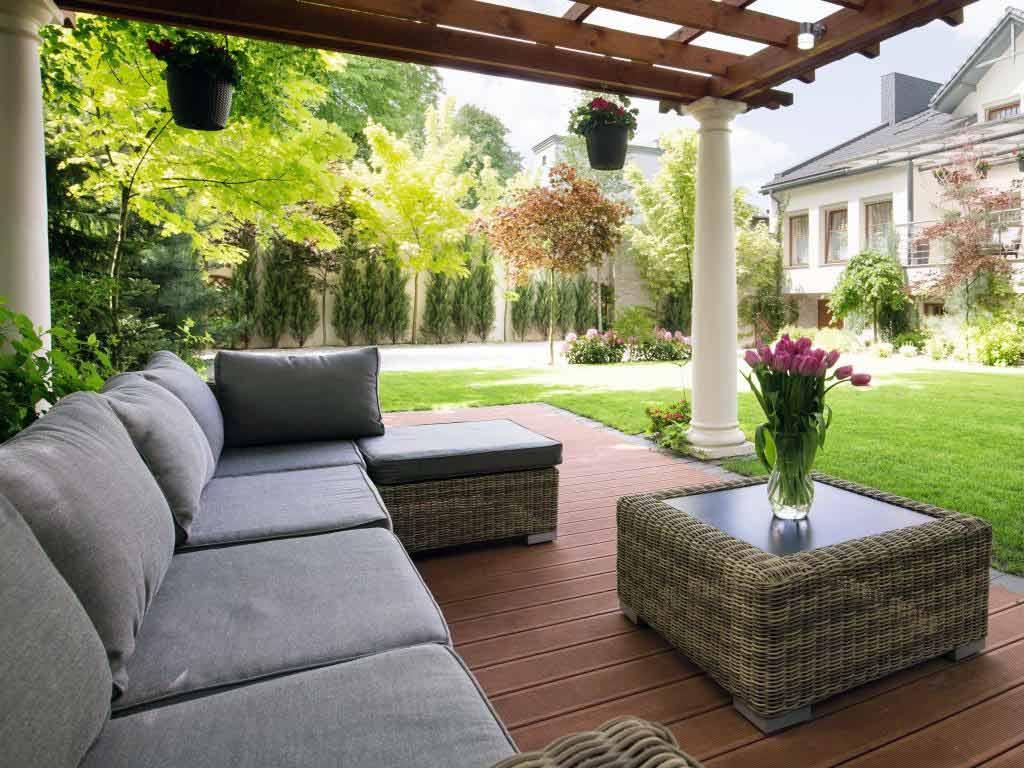 Grüner Wohnen: Die Terrasse wird zum zweiten Wohnzimmer. - copyright: Envato / bialasiewicz