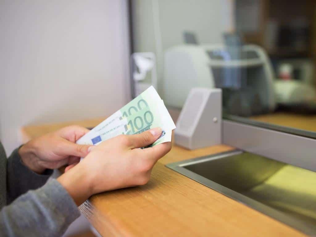 Zahlreiche Bank-Filialen in Köln schließen copyright: Envato / dolgachov