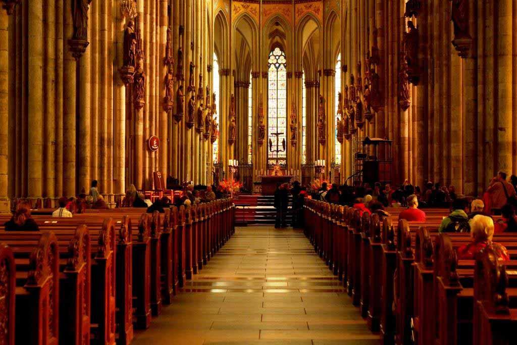 Die Gottesdienste aus dem Kölner Dom werden per Livestream übertragen. copyright: pixabay.com
