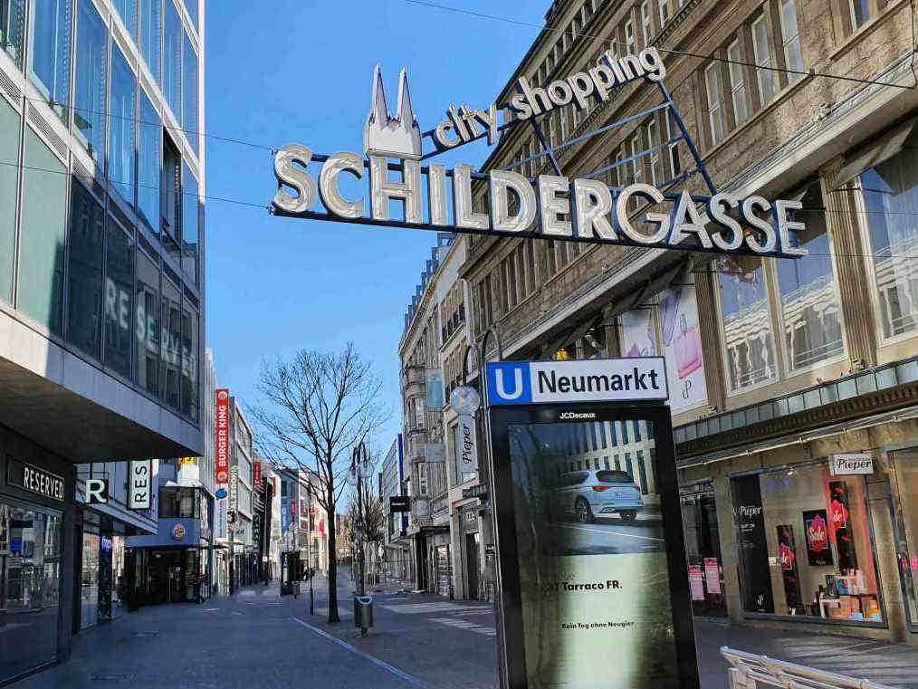 Wo sich sonst am Wochenende tausende Besucher sich in der Kölner Innenstadt tummeln, ist es am Wochenende menschenleer. copyright: CityNEWS