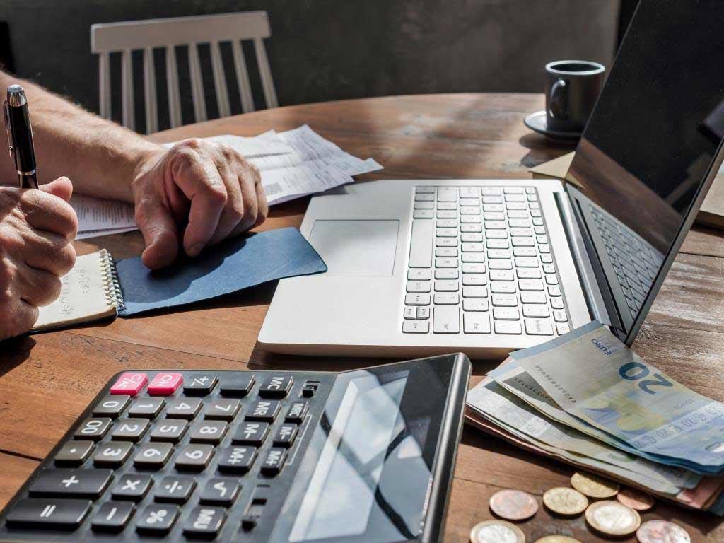 Die Soforthilfen von Bund und Ländern für die Wirtschaft sind gut angelaufen. copyright: Envato / koldunov