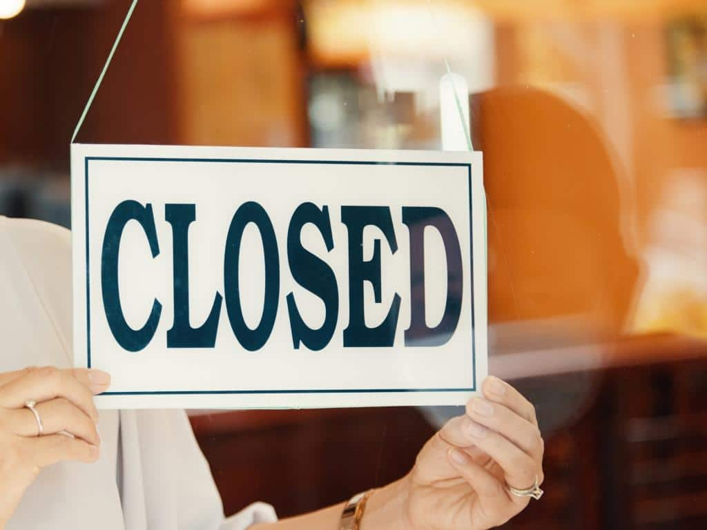 Innerhalb kürzester Zeit sind Unternehmen in fast allen Branchen negativ von den Auswirkungen erfasst worden. copyright: Envato / DragonImages