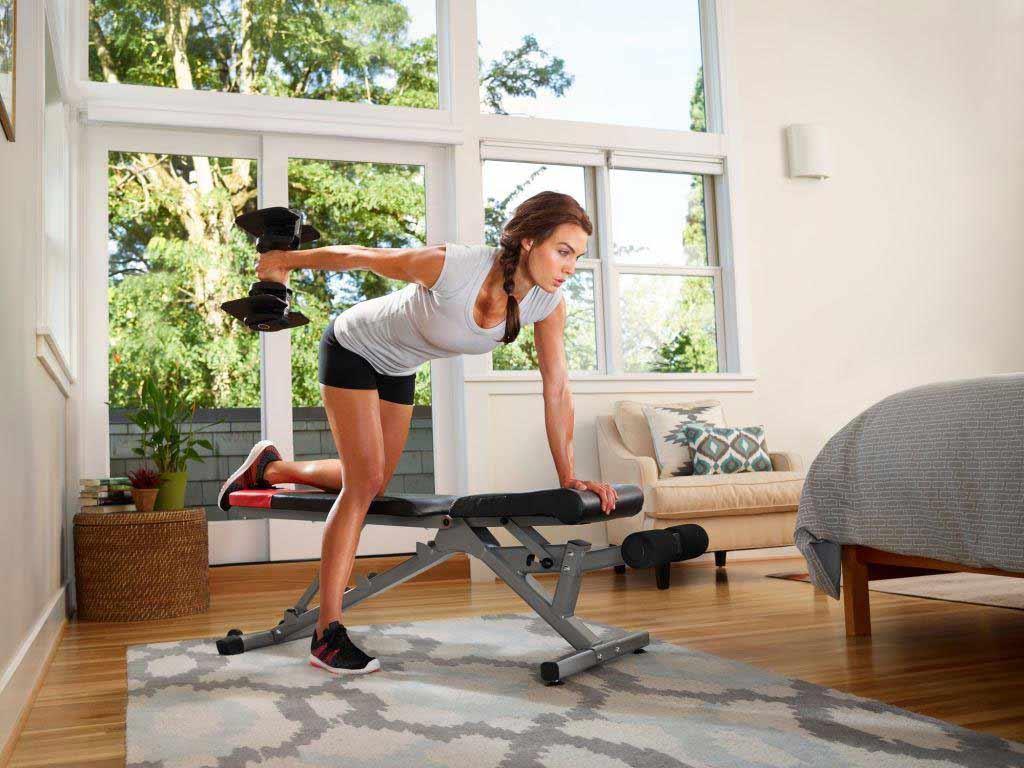 Freihanteln erfreuen sich konstant hoher Beliebtheit im Fitness-Sport. copyright: Bowflex