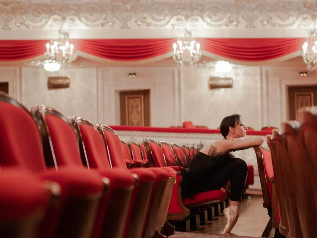 Auf den Bühnen soll das kulturelle Leben zurückkehren. copyright: Envato / Niyazio123