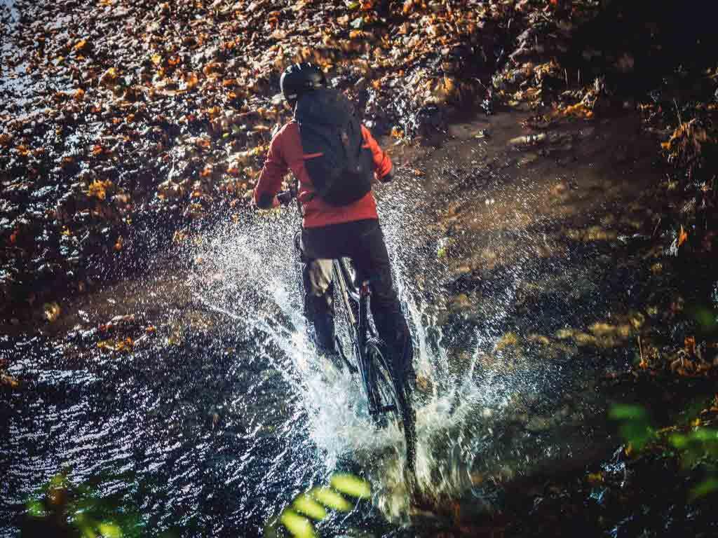 Abenteuerlustig quer durch die Natur oder doch lieber gemütlich durch die Gegend radeln? - copyright: Envato / duallogic