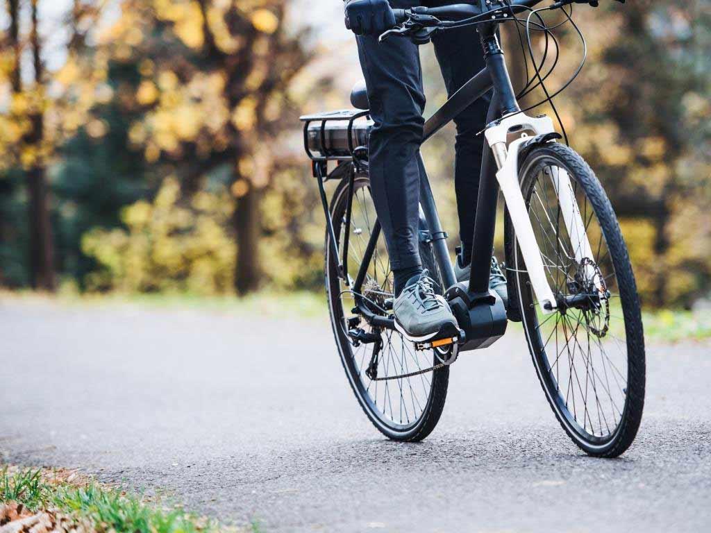 E-Bikes sind dasselbe wie Pedelecs copyright: Envato / halfpoint