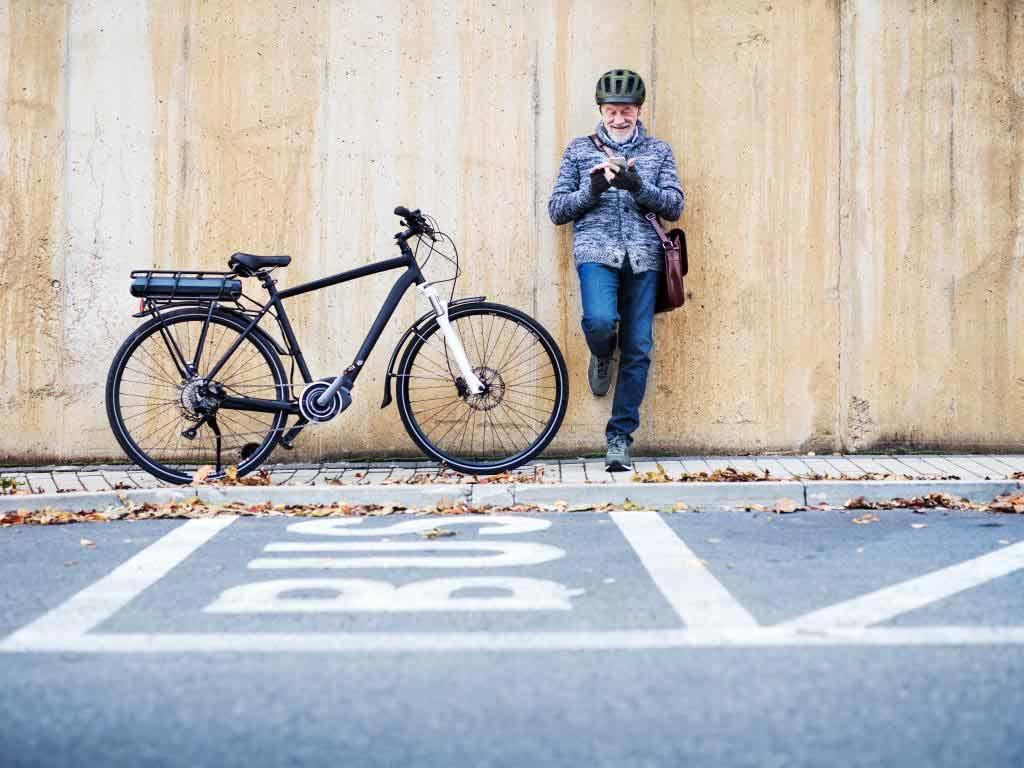 E-Bikes sind nur etwas für Senioren copyright: Envato / halfpoint