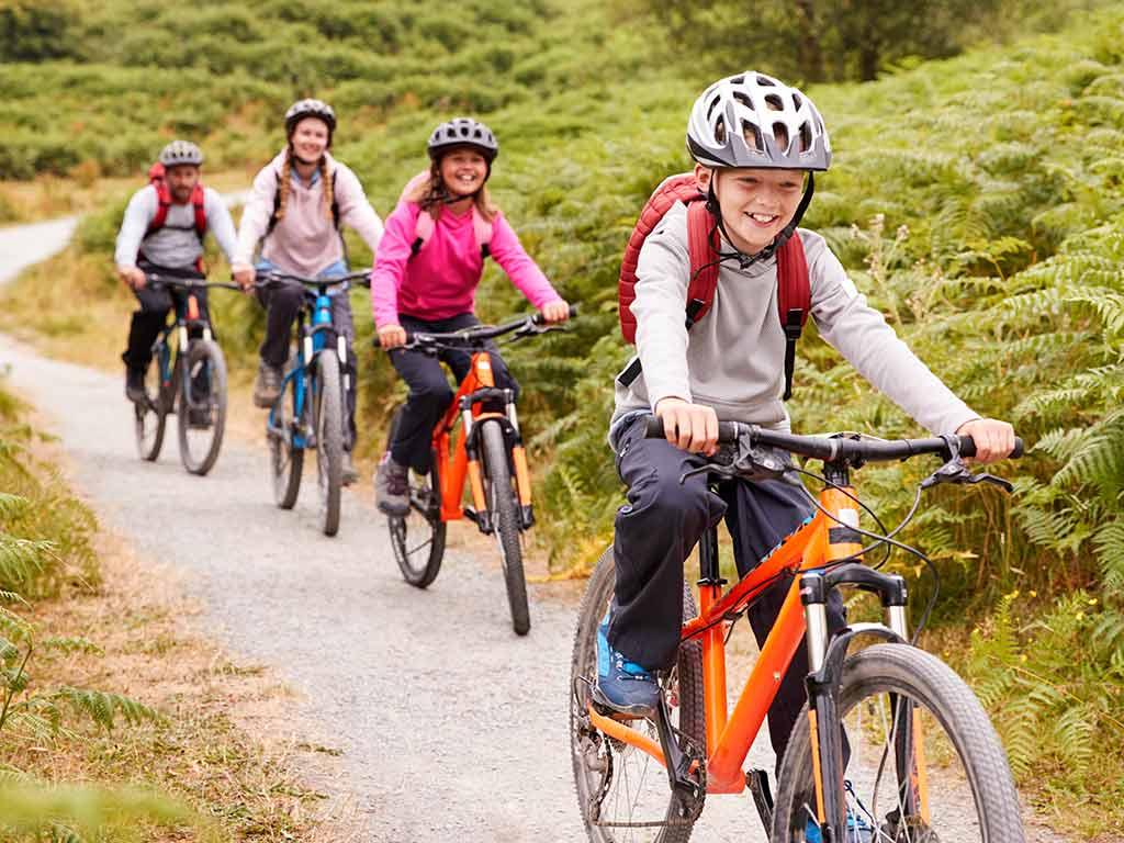 Familienfahrten sind ideal als Übungsfahrten auch für die kleinen Radler. copyright: Envato / monkeybusiness