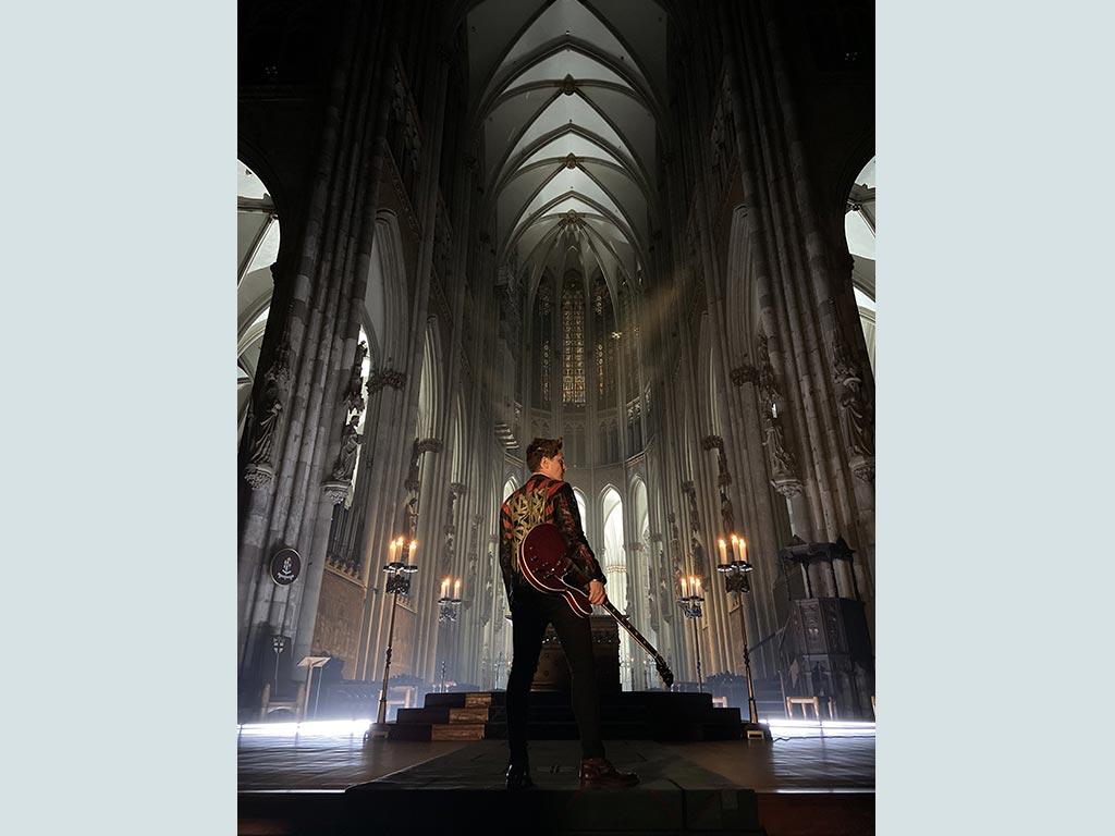 Das Konzert aus der Kölner Kathedrale wird zur bildstarken Inszenierung. - copyright: Hohe Domkirche Köln, Dombauhütte; Foto: Ole Windgassen