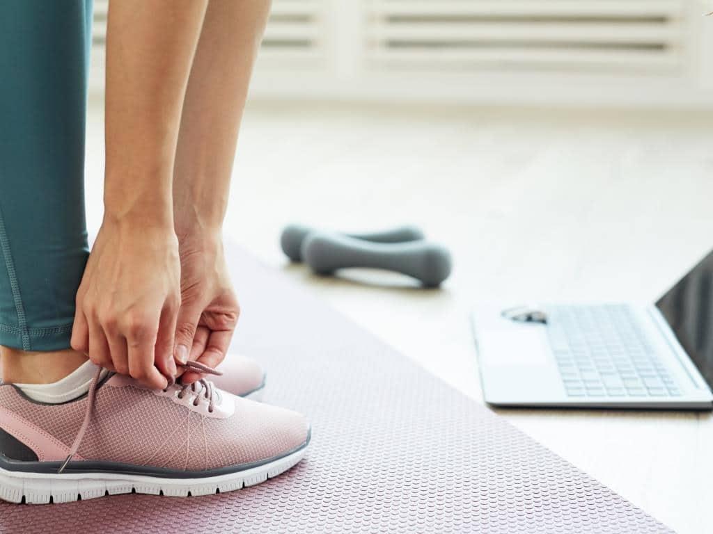 Per per Live-Streamings, Webinare und Produktpräsentationen sollen die Neuheiten der Fitness-Branche gezeigt werden. copyright: Envato / seventyfourimages
