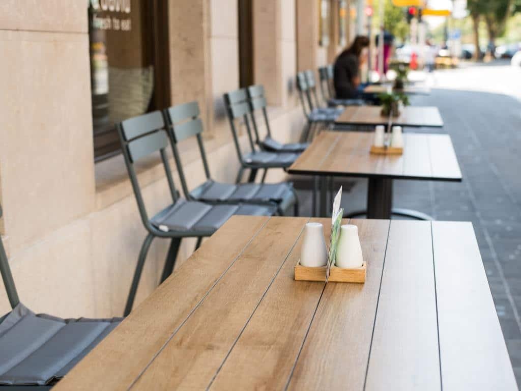 Stadt Köln bietet Gastronomen schnelle Bearbeitung copyright: Envato / romankosolapov