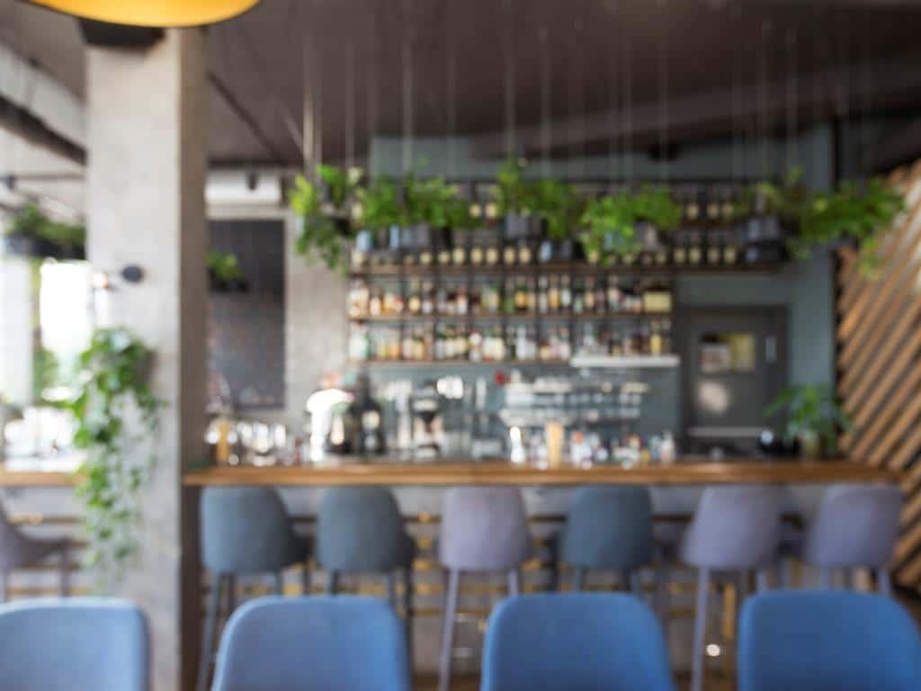 Bars dürfen ab Montag, 15.06.2020 wieder öffnen. copyright: Envato / Prostock-studio